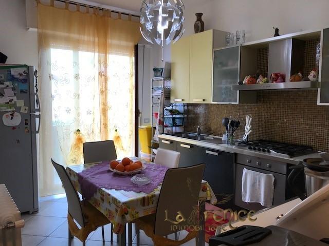 vendita appartamento carrara   320000 euro  5 locali  180 mq